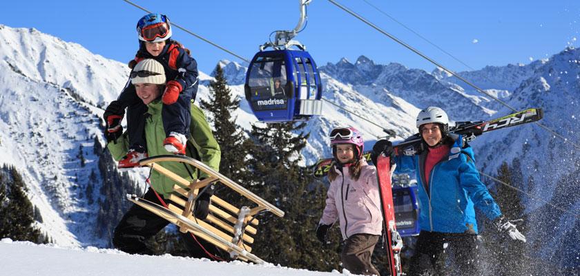 Switzerland_Graubünden-Ski-Region_Klosters_Family-gondola-mountain-view.jpg